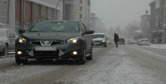 400'e Yakın Köy Yolunda Kar Engeli
