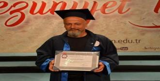 49 Yaşında 3'üncü Üniversiteyi Bitirdi