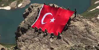 Mehmetçik Dev Türk Bayrağı Açtı