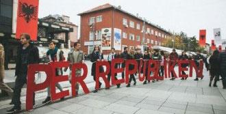'Cumhuriyet' Pankartlı Gösteri