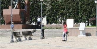 İzmir'de Çocuklara Zabıta Dayağı!
