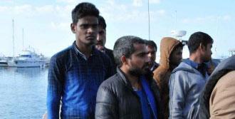 Ayvacık'ta Denizde 46 Sığınmacı Yakalandı