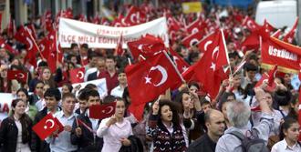 Taksim'de 19 Mayıs Yürüyüşü