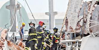 Depremde Hasar Gören Kilise Yıkıldı