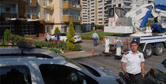 İzmir'in Lüks Sitesinde Vinç Krizi