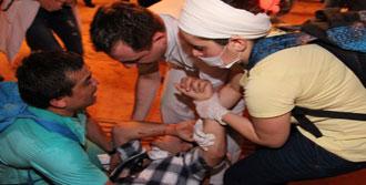Yaralılar Camiye Sığındı