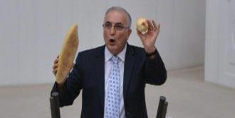 Kuru Soğan Ve Ekmekle Kürsüye Çıktı