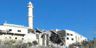 Suriye'de Uçaklar Camiye Bomba Attı