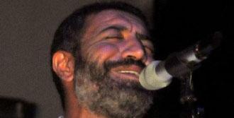 Ünlü Şarkıcı Gazze'ye Dikkat Çekti