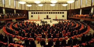 Milletvekili Meclis'te Kilitli Kaldı