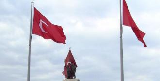 Yıldızsız Türk Bayrağı Tepki Çekti