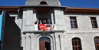 Tarihi Binayı Bakan Açtı