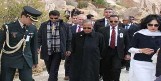 Hindistan Cumhurbaşkanı  Peri Bacalarını Gezdi
