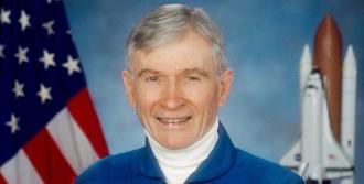 Astronot John Young Hayatını Kaybetti
