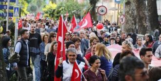 İzmit'te Türk Bayraklı Laiklik Yürüyüşü