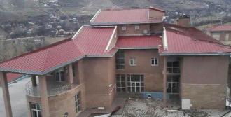 Van'da Fırtına Çatıyı Uçurdu