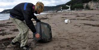 Tatil Beldesi İnkum Sahilinde Atık Kirliliği