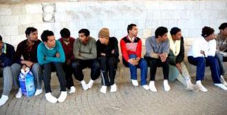 Yalın Ayak Yürüyen 23 Kaçak Yakalandı
