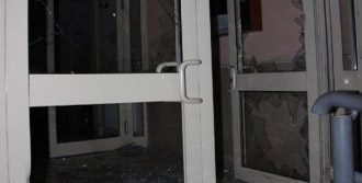 Eşinin Evini Basıp Polise Bıçak Çekti