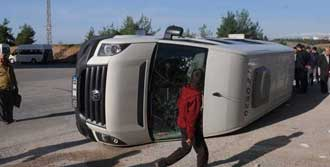 Öğrenci Servisleri Çarpıştı: 20 Yaralı