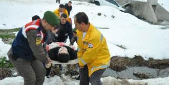 Gizli Buzda Otomobil Kaydı: 2 Yaralı