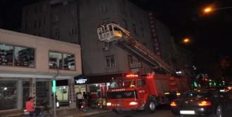 7 Katlı Binanın Çatısında Yangın Paniği
