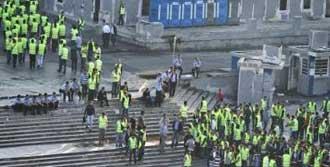 Polis Taksim'i Kapattı!