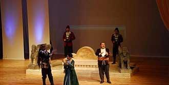Kürtçe Hamlet İlgi Gördü