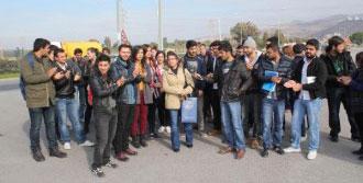 Üniversitelilerden Belediye Otobüsü Eylemi