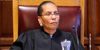 ABD'nin İlk Müslüman Kadın Yargıcıydı