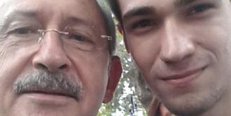 Kılıçdaroğlu Selfie Çekerken Elleri Titreyen Hayranına Böyle Yardım Etti