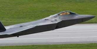 'Hayalet'ten Sonra F-22 İle Gözdağı