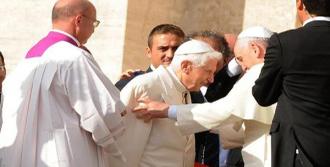 Papa Bir Araya Geldi