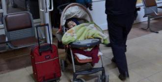Terk Edilen Çocuğa Polis Sahip Çıktı