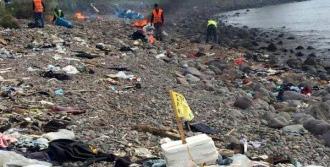 Ayvacık Sahillerinde Mülteci Geçişleri Sonrası Temizlik
