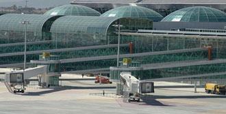 A.Menderes Havalimanı'nda Yangın!