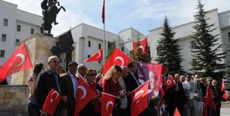 CHP'den Çelenk Protestosu