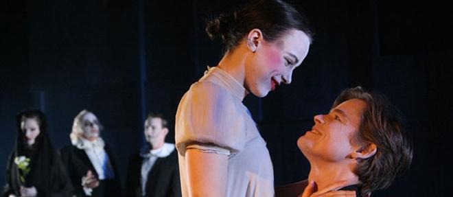 'Hamlet' Zorlu Performans'da