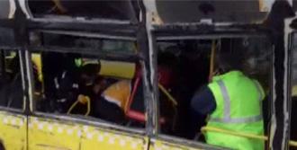 Servis Minibüsü Metrobüse Çarptı!