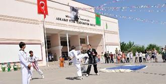 Türkmenistan'da 19 Mayıs Coşkusu