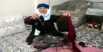 Fatma Nine Bayırbucak Türkmenlerine Atkı Örüyor