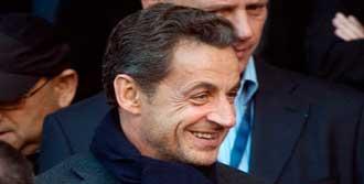 Sarkozy 'Kahraman' Gibi Karşılandı