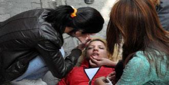Sokakta Yumruk Atan Sevgilisini Bıçakla Yaraladı