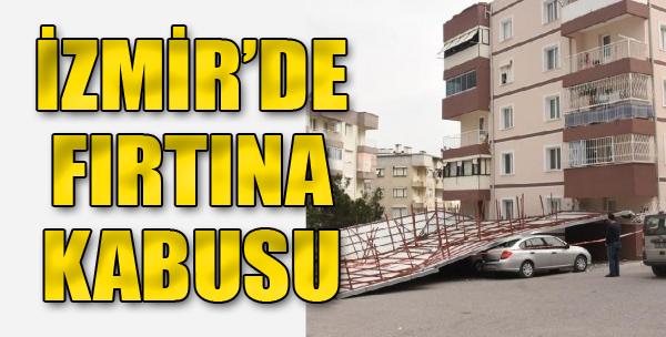 Şiddetli Rüzgarda Uçan Çatı, Araçların Üstüne Düştü