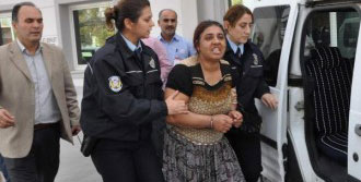 Aranan Hükümlü Kadın Güçlükle Yakalandı