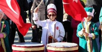 İlkokul Öğrencilerinden Mehter Takımı