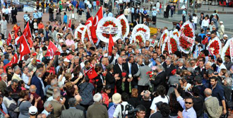 Antalya'da Günay'a Protestolu Karşılama