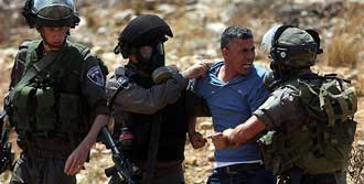 İsrail'den Köy Baskını