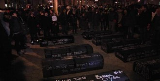New York'ta Tabutlu Protesto