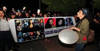 Adana'da da Kadınlar Sokağa Çıktı